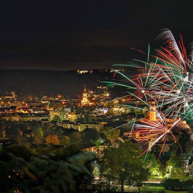 Once a year in summer there are fireworks in Trier Zurlauben, always on the west bank of the Moselle. In 2020 was a unique opportunity to see fireworks on the east bank with the city in the background. #visit_trier #triergermany #triergermany🇩🇪 #triercity #feuerwerk