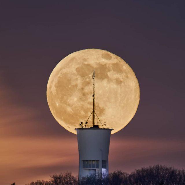 Supermoon on April 27 2021 over the water tower in Trier  #visittrier #triererleben  #rlperleben #rlp #triercity #triergermany #quattropole #moon #supermoon